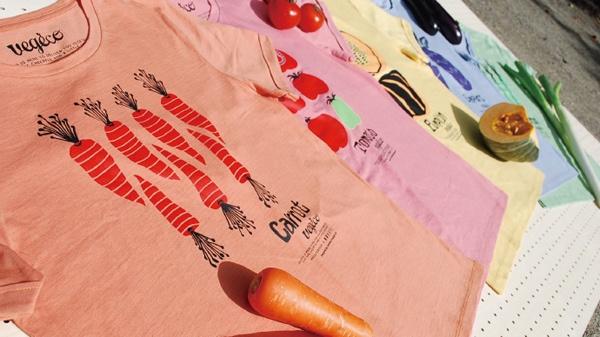 廃棄される野菜を使って染めたTシャツ(写真提供:豊島)