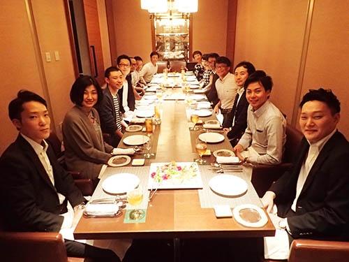 「初恋レモンプロジェクト」の会議では商品の魅力や知識を徹底的に深掘りしていく。現在のメンバーは12人。(写真提供:河合浩樹さん)