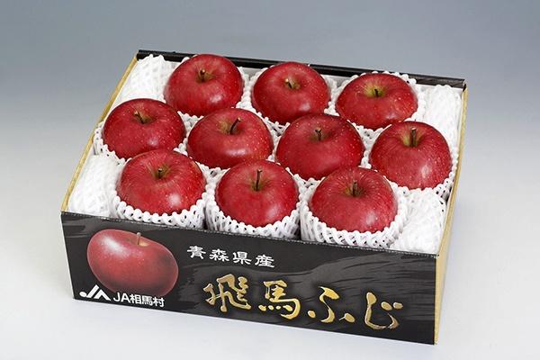 「飛馬ふじ」。糖度は14度以上と高く、色づきや見た目も優れた高級りんごで、贈答用などに使われる(写真:JA相馬村提供)