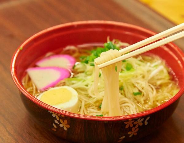 定番のラーメンタイプ。フォーのようなあっさりした味わい(写真:吉澤咲子)