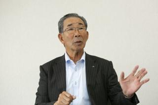 小麦の生産拡大に向けた取り組みを語る組合長の松尾氏