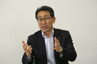 病害への強さと高い収量性をポイントに小麦の品種を探したと話す岩田氏