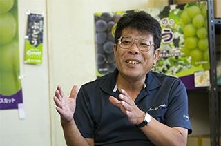 消費者のぶどうに対する嗜好の変化を語るJA中野市の大塚氏