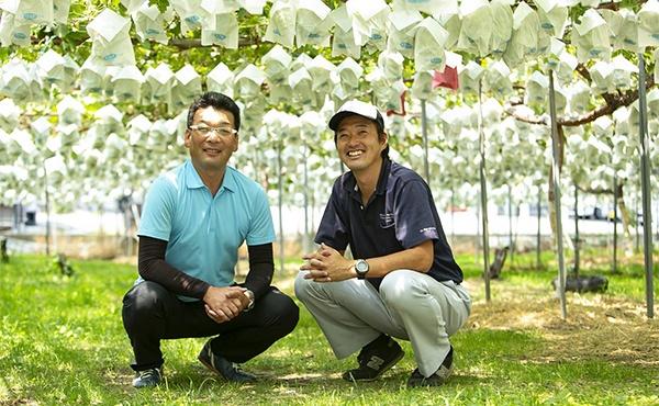 中野市のぶどう産業の推移と未来へのビジョンを語ってくれた徳武氏と小林氏
