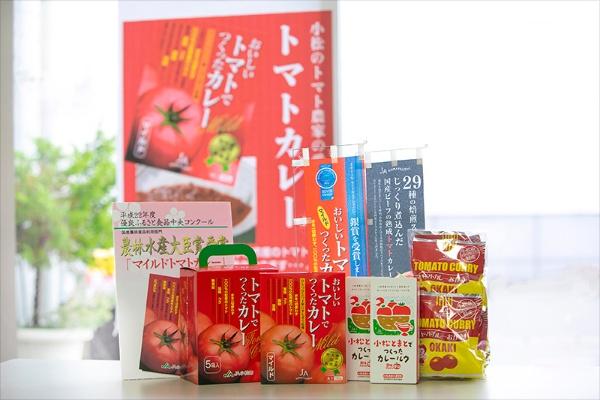 トマトカレーをはじめ、小松産のトマトを使った商品が人気だ