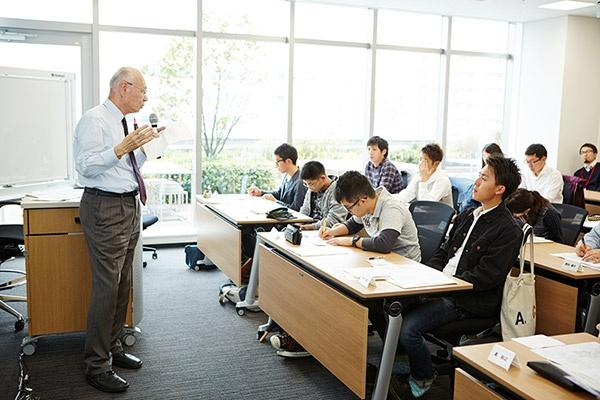 講義中の堀口校長(写真:日本農業経営大学校)