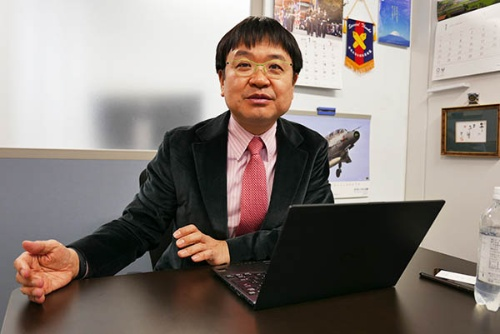 WAGRIについて語る神成淳司慶應義塾大学環境情報学部教授。WAGRI協議会会長であり,内閣官房 副政府CIO/情報通信技術(IT)総合戦略室長代理も務める。(写真:高山和良)