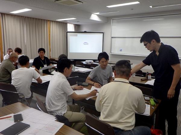 経営理念や目標設定のためのグループワークも実施する(提供:埼玉県)