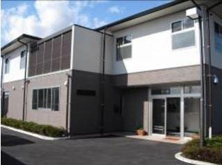 茨城就業支援センターの外観(左)と居室(右)