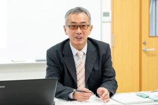 茨城就業支援センターの鈴木勇一郎統括保護観察官(写真:新垣宏久)