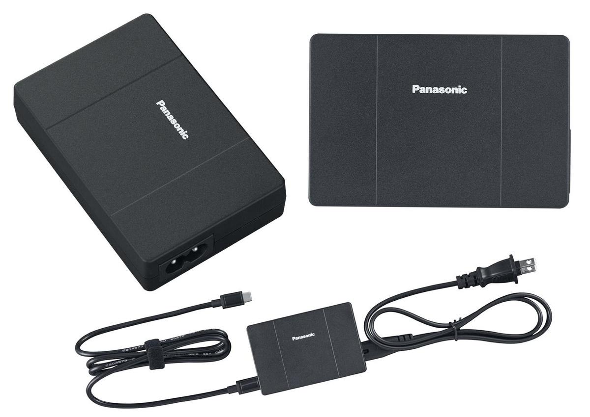 別売オプションのUSB Power Delivery対応のACアダプターを使ってUSB-C端子経由で給電することも可能。USB Power Delivery対応のスマホなどを充電することもできる。外出時に持っていれば安心だろう。