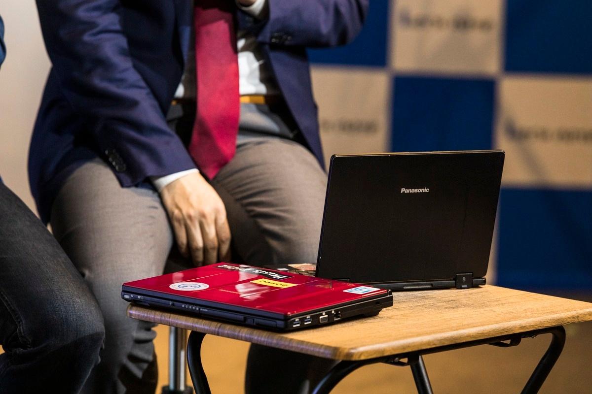 越川氏、前田氏ともに熱心なレッツノートユーザーだ。写真は2人が普段使用されているレッツノート。