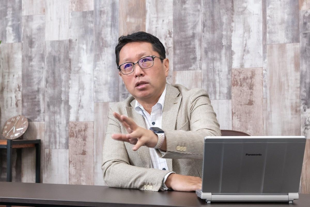 これから起こる、企業の雇用と社員の働き方の大きな変化を話す戸田氏。