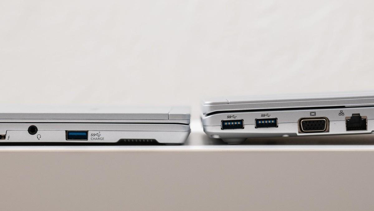 「レッツノートSV」(右)より格段に薄く、天板の凸凹も小さい。12.0型2in1の「レッツノートQV」の外観に近い印象だ。