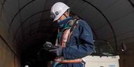 トンネル定期点検の業務時間を約70%短縮