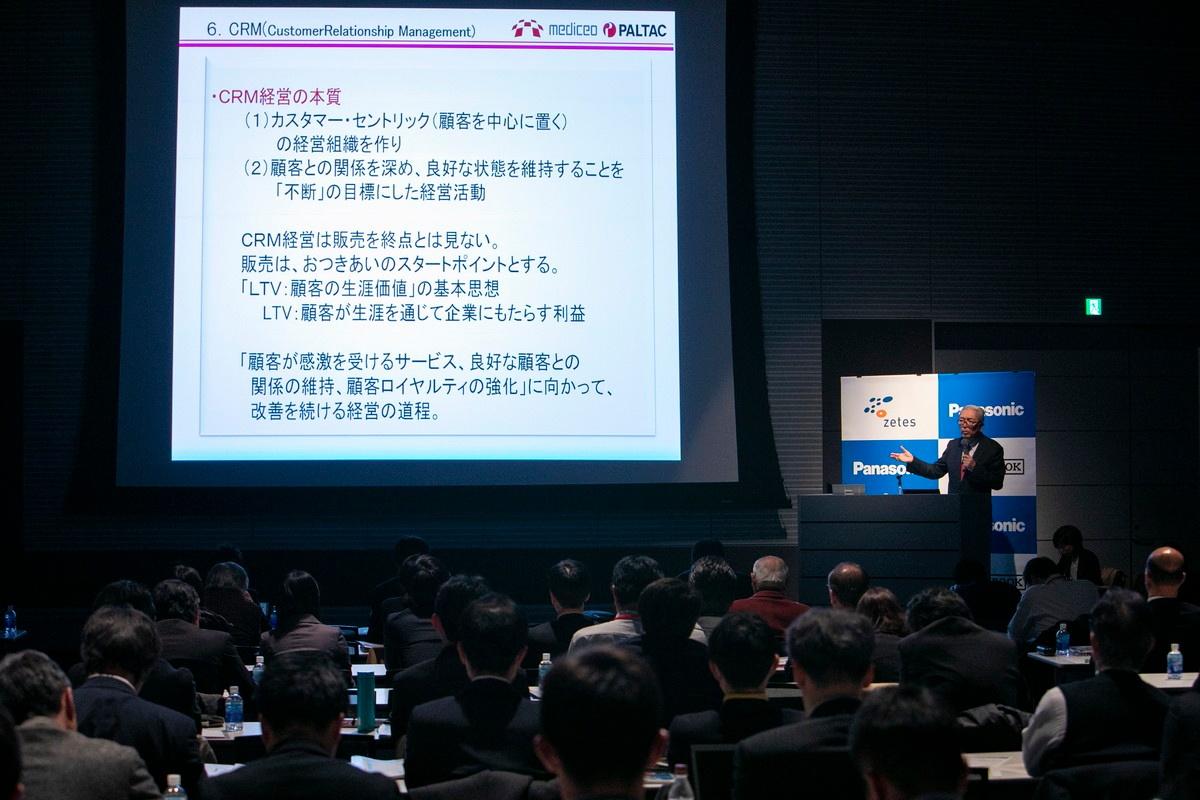 物流セミナーの会場は多くの聴衆で埋まり、物流業での働き方改革や先端技術に対する関心の高さが伺われた。